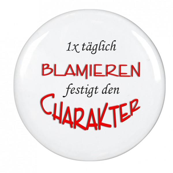 1x täglich Blamieren festigt den Charakter, Magnet, Kühlschrankmagnet, 56mm Durchmesser