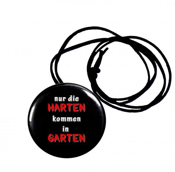 Nur die Harten kommen in Garten Flaschenöffner, Button, 56 mm, mit witzigem Spruch inkl. Band zum Umhängen