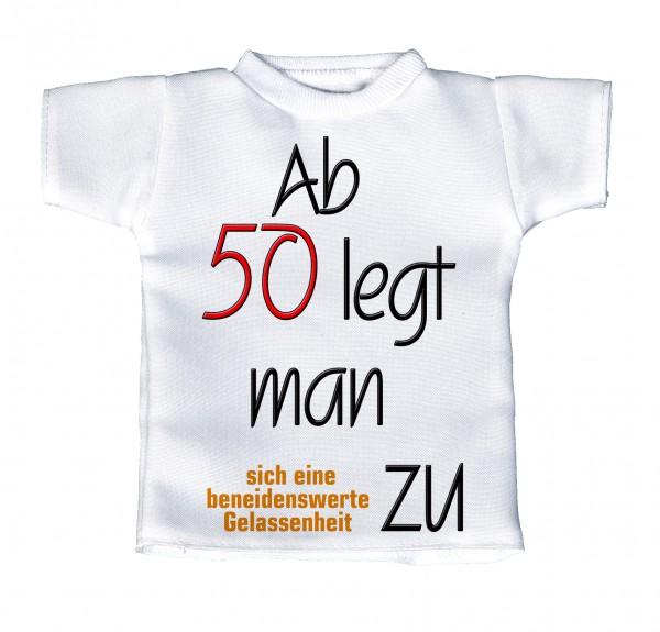 Ab 50 legt man zu .... - Mini T-Shirt, Flaschenshirt, Autofensterdekoration, weiß mit aussagekräftigen Spruch