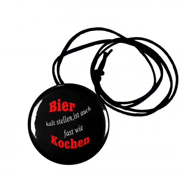 Bier kalt stellen runder Flaschenöffner, Button, 56 mm, mit witzigem Spruch inkl. Band zum Umhängen