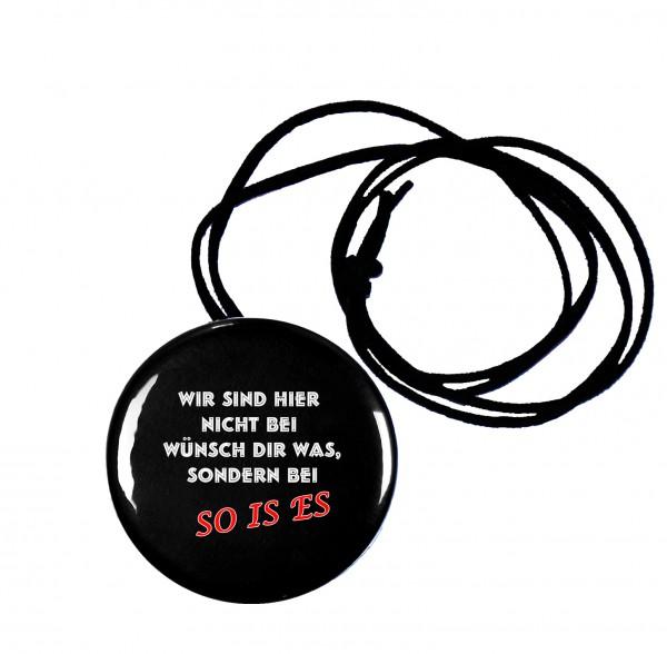 So is es runder Flaschenöffner, Button, 56 mm, mit witzigem Spruch inkl. Band zum Umhängen