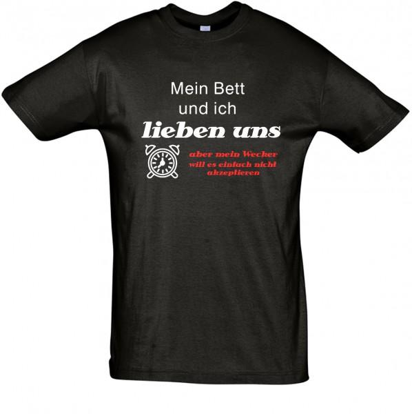 """""""Mein Bett und ich lieben uns"""" T-Shirt, Schlaf-Shirt (Foliendruck)"""